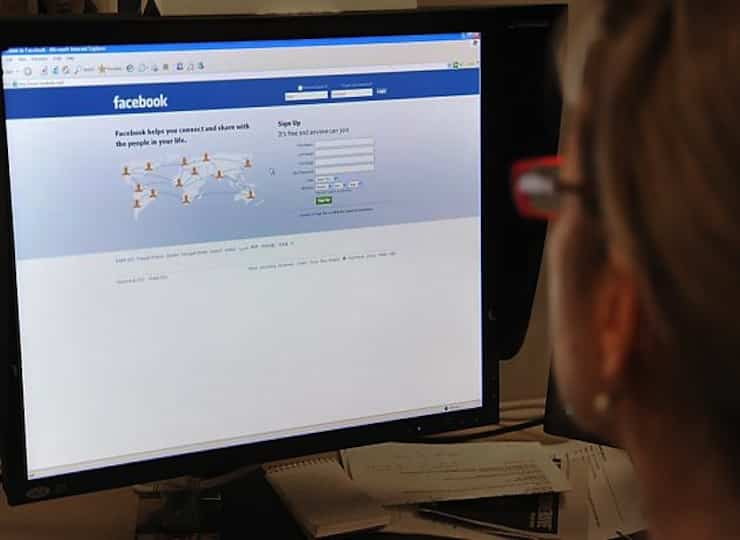 Featured image for Facebook Might Be Ruining Your Social Skills And Relationships