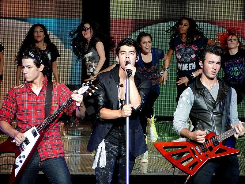 The Jonas Brothers Delete Twitter Account Amid Breakup Rumors