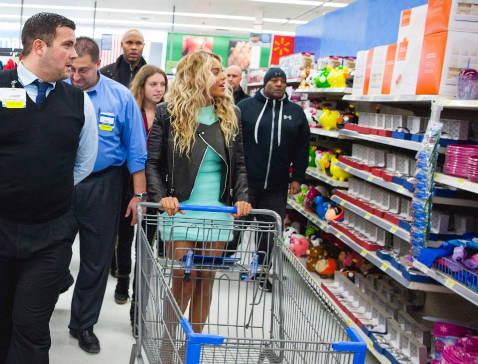 Featured image for Beyonce Saves Christmas, Hands Out $37,000 At Walmart