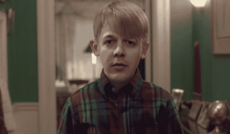 Featured image for Paul Alone: Man Recreates 'Home Alone' Scenes For Digital Christmas Card