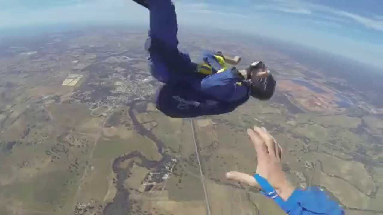 Featured image for Skydiver Has Seizure While In Mid-Air [Video]