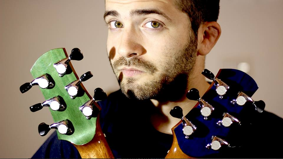 Featured image for Meet the Guy Who Plays Two Guitars at Once [Interview]