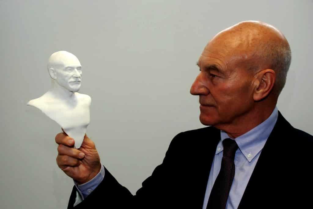 Sir-Patrick-and-the-figurine-1024x685