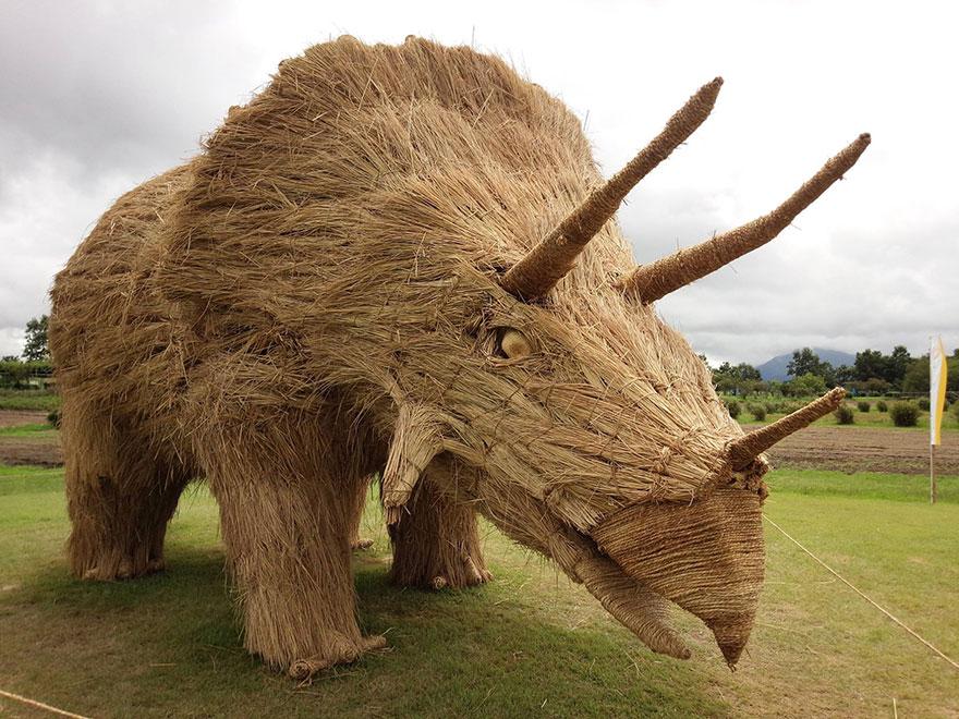 dinosaur-straw-sculptures-wara-art-festival-niigata-japan-2