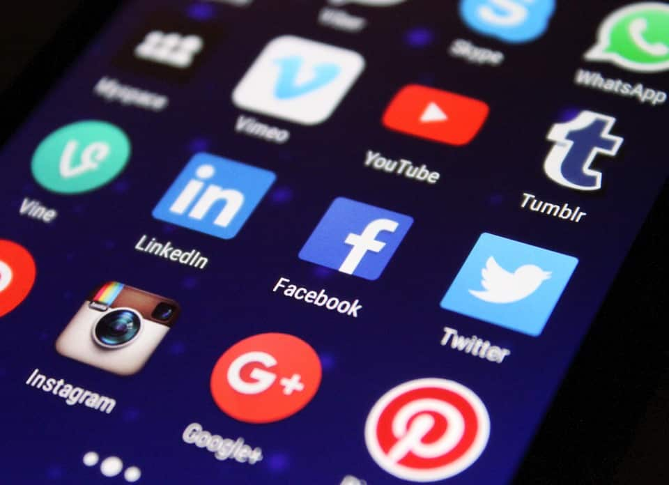 Featured image for 10 Essential Social Media Apps for College Students Living on Campus