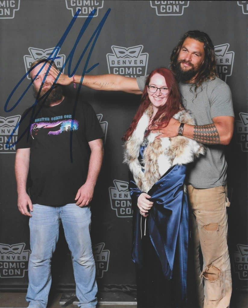 Jason Momoa Helped a Fan Troll Her Jealous Husband at Comic Con, and the Result is HILARIOUS