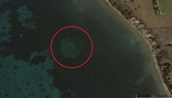 "A ""USO"" (Unidentified Sea Object) Discovered Thanks to Google Maps - But What the Hell is it?"