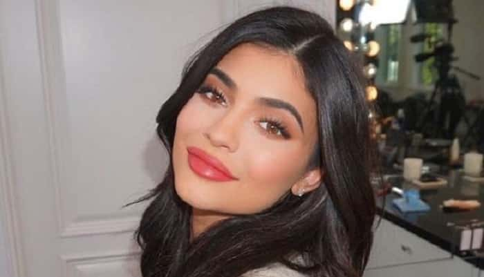 "Featured image for The Dictionary Just Hilariously Threw Shade At ""Self-Made Billionaire"" Kylie Jenner on Twitter"