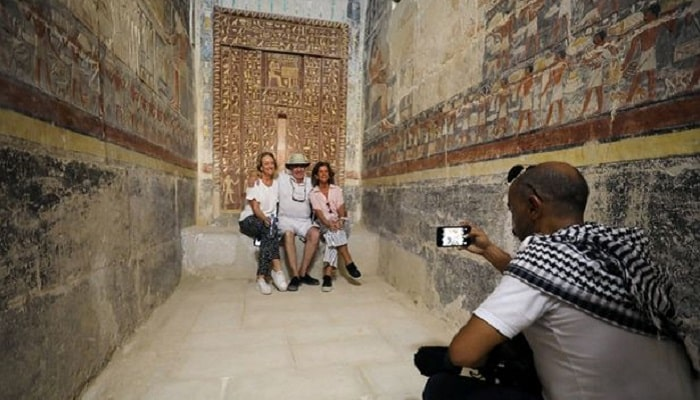 sumber: https://socialnewsdaily.com/76168/visitors-can-check-out-this-ancient-egyptian-tomb-for-the-first-time-in-almost-80-years/