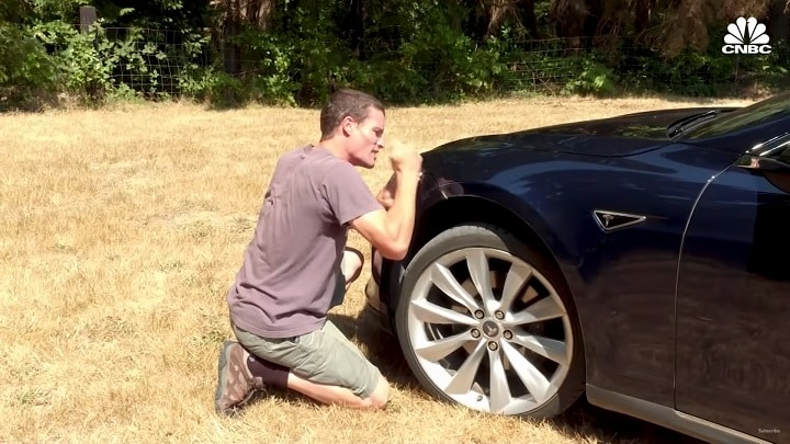 Guy Gets Fed Up With Tesla; Fixes His Own Model S Car ...