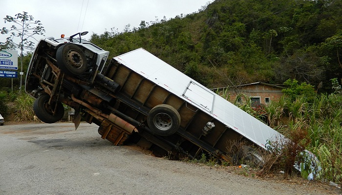 Google Maps Tells Truck Driver To Drive On A Cliff, So He Did ... on